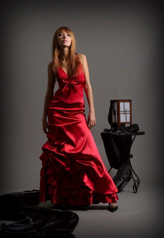 ...новые платья для торжественных случаев: для свидетельницы, для...